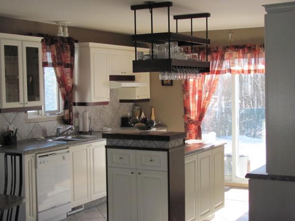 etagere suspendu cuisine image sur le design maison. Black Bedroom Furniture Sets. Home Design Ideas